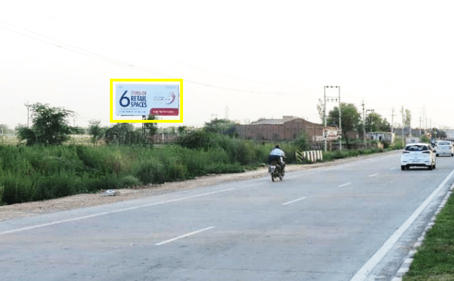 Unipole advertising at Entry Banur, Chandigarh To Patiala Highway