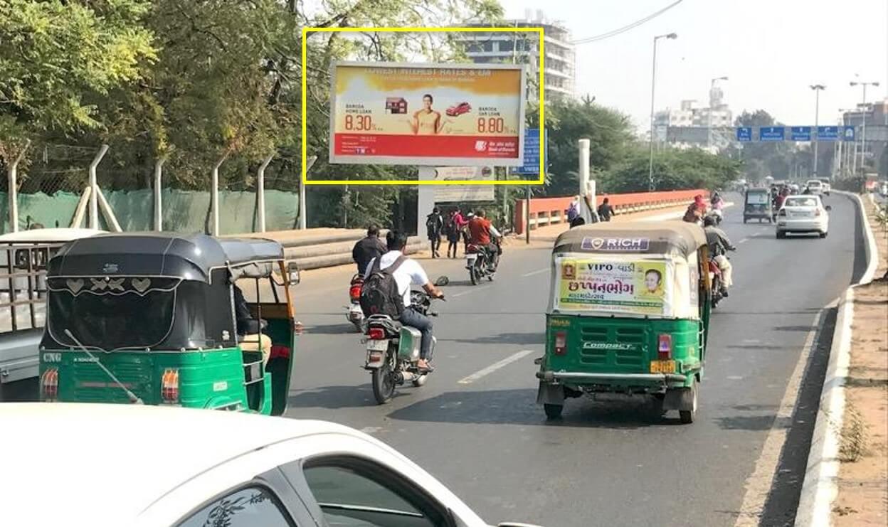Option No.2 Outdoor Unipole Advertising at Fatehgunj to VUDA Circle, Vadodara, Gujarat